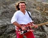 Rock müziğin duayen isimlerinden Eddie Van Halen hayatını kaybetti