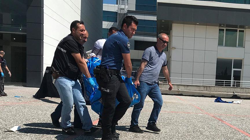 Lüks otelin camlarını silerken vincin devrilmesi sonucu 2 kişi öldü