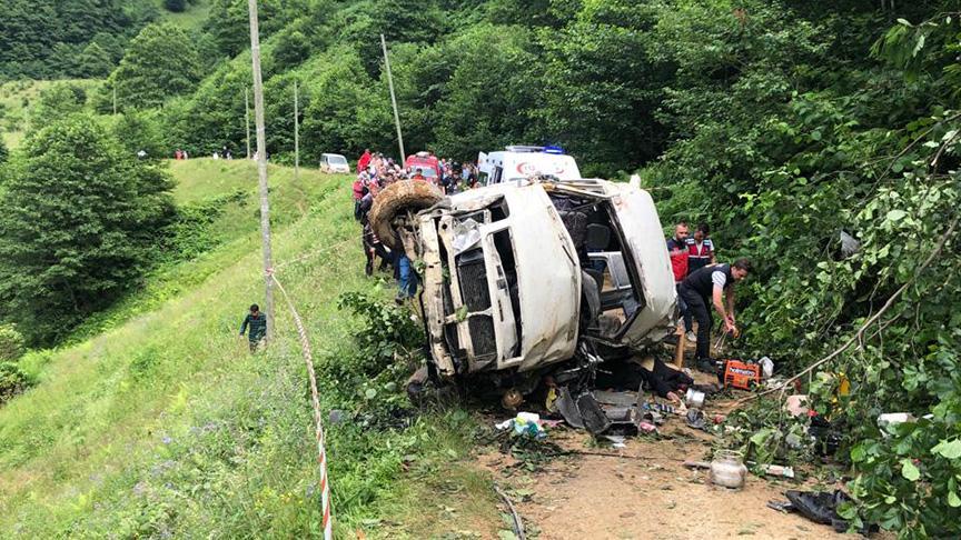 Giresun'da minibüs dereye devrildi: 6 ölü, 5 yaralı