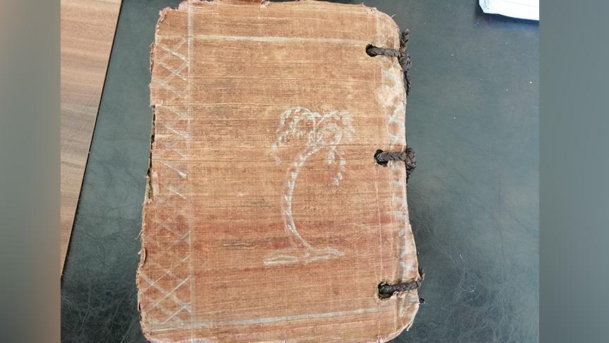 Diyarbakır'da 1300 yıllık  altın yazmalı kitap ele geçirildi