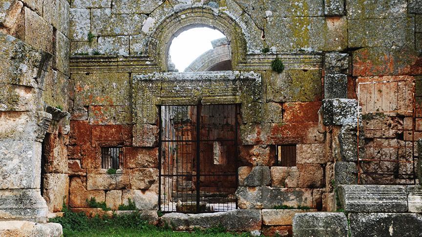 Kalb Lovze Kilisesi, Türkiye sınırına 5 kilometre mesafede