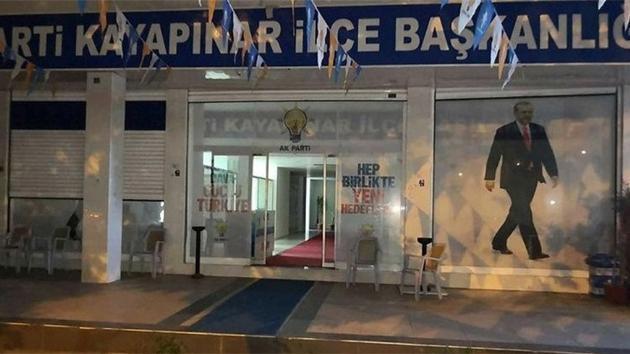 AK Parti ilçe başkanlığına EYP'li ve havai fişekli saldırı düzenlendi