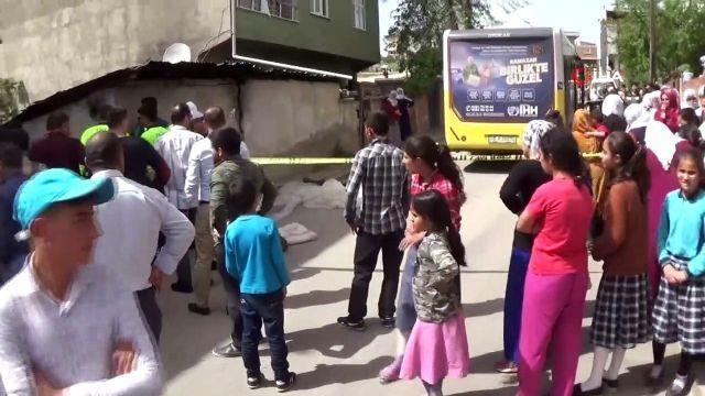 Halk otobüsünün çarptığı 4 yaşındaki çocuk hayatını kaybetti