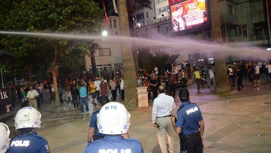 Denizli'de taşkınlık yapan taraftar grubuna polis müdahale etti