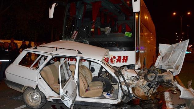 Kırşehir'de yolcu otobüsü otomobile çarptı: 3 kişi hayatını kaybetti