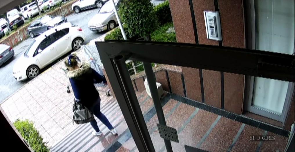 Bebek bakma bahanesiyle 100 bin TL değerinde ziynet eşyasını çaldı...Hırsızlık zanlısı kamerada