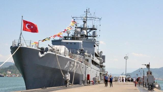Zonguldak'ta askeri gemi ziyarete açıldı