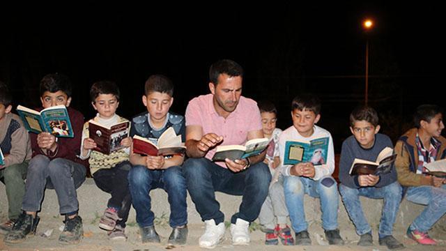 Bitlis'te muhtar seçilen tarih bölümü mezunu, sokakları sınıfa çevirdi