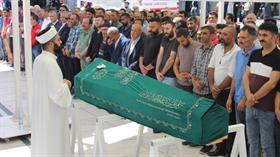 Eyüpsultan'da inşaat çukurunda hayatını kaybeden minik Baran, son yolculuğuna uğurlandı