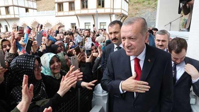 Başkan Erdoğan, AK Parti İstanbul İl Başkanlığı'nda