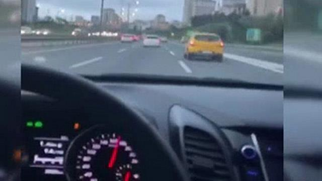 Trafikte maganda terörü! Sürücülerin makas atma yarışı kamerada