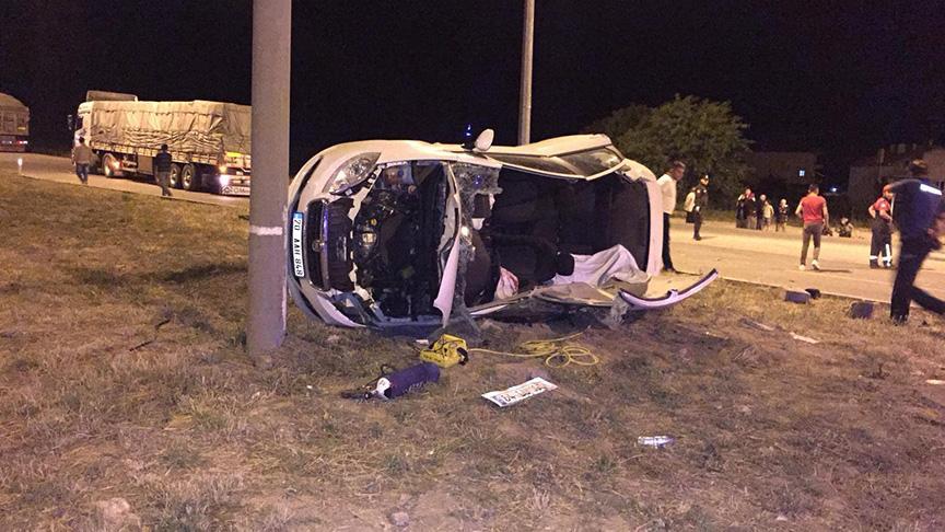Feci kaza! Otomobil ile TIR çarpıştı: 1 ölü, 6 yaralı