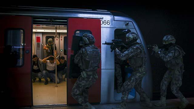Özel harekat polisinden başkent metrosunda nefes kesen tatbikat