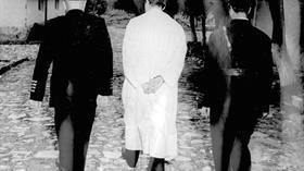 Bu ülke Menderes'in darağacındaki fotoğrafını unutmadı