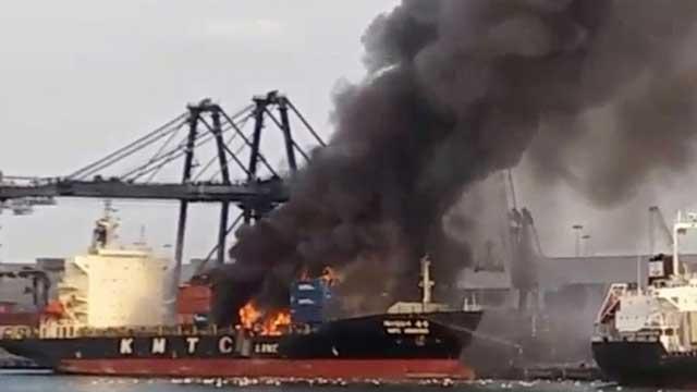 Tayland'da kimyasal madde taşıyan gemi yandı, en az 50 kişi hastaneye kaldırıldı