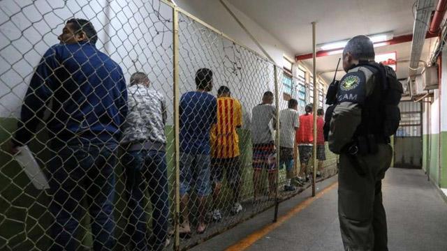 Brezilya'da hapishanede mahkumlar arasında çıkan kavgada 15 kişi öldü