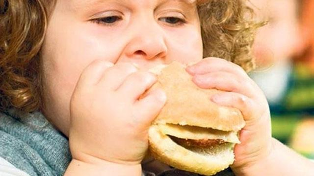Uzmanlardan ailelere önemli uyarı: Kilolu çocuğu sakın diyete sokmayın