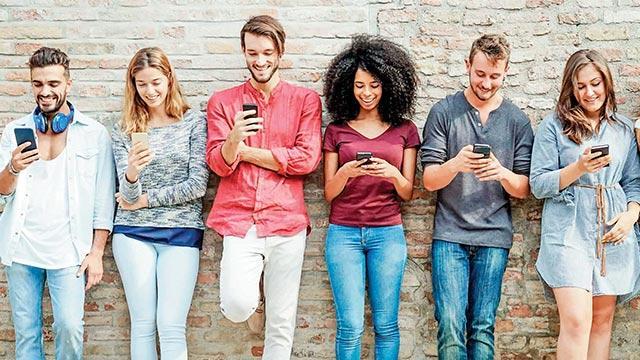 Dünyanın yarısı online
