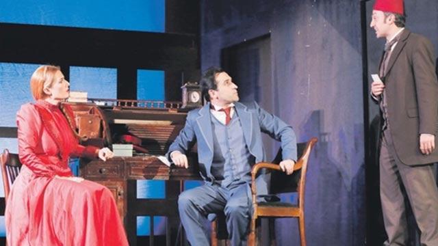 Cemil Topuzlu Açıkhava Sahnesi'nde 'Amanvermez Avni'ye yoğun ilgi