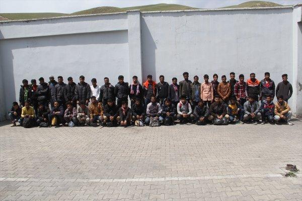 Van'da 44 düzensiz göçmen yakalandı