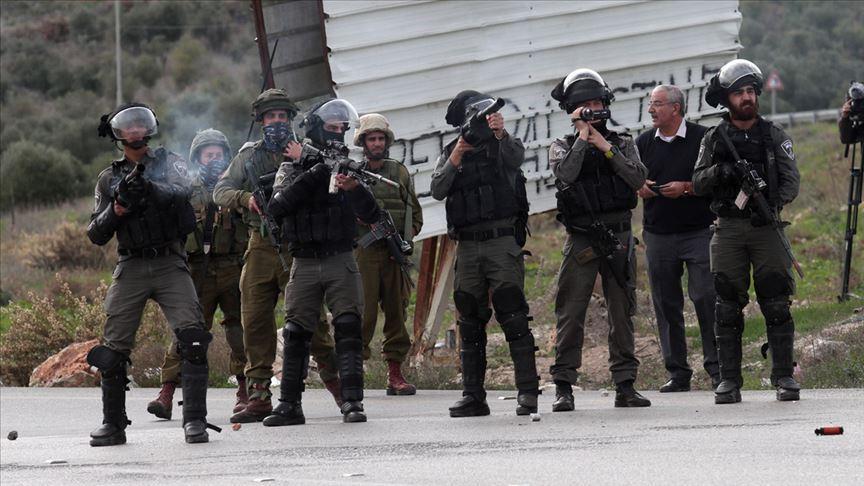 Katil İsrail güçleri 22 Filistinliyi gözaltına aldı