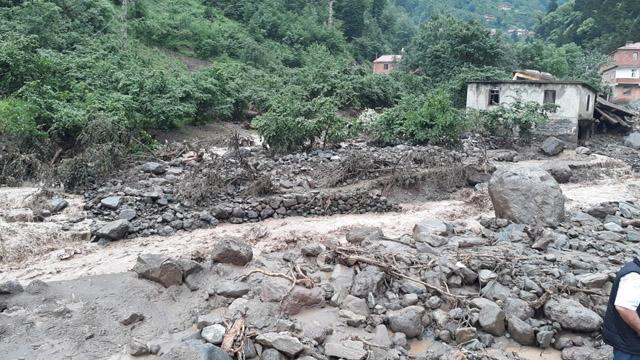 Trabzon'dan acı haber! Sele kapılan bir kişinin cansız bedenine ulaşıldı