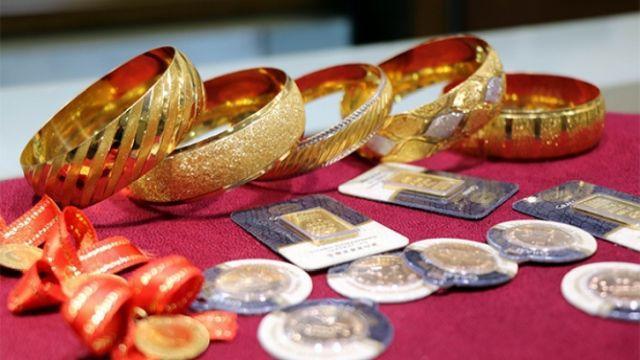 Minibüste bulduğu 20 bin tl değerinde altınları sahibine teslim etti