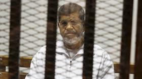İngiliz basını, mahkemede fenalaşan Mursi'ye 20 dakika müdahale edilmediğini iddia etti