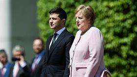 Merkel'den korkutan görüntü! Dakikalarca titredi