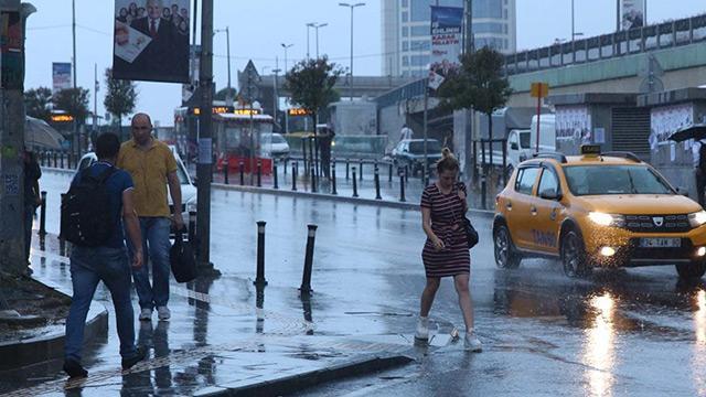 İstanbullu güne sağanakla başladı