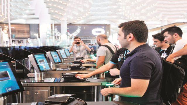 İstanbul Havalimanı'nda jet geçiş! Pasaport kuyruğuna son