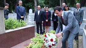 Kosovalı siyasetçi Kurti, Şemseddin Sami'nin kabrini ziyaret etti