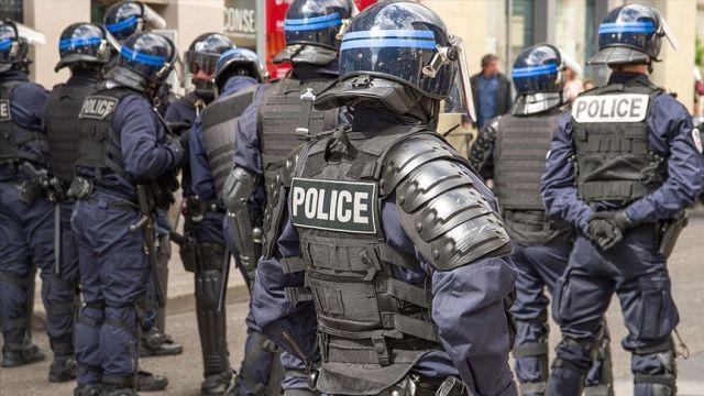 Fransa'da tesettür mayo giyen kadınlara para cezası
