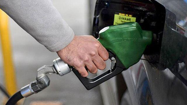 Motorinin litre fiyatına 29 kuruş zam yapıldı.