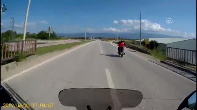 Çaldığı motosikletle otobanda böyle yakalandı!