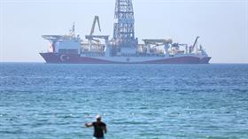 Antalya Körfezi'ne demirleyen sondaj gemisi Yavuz ilgi odağı oldu