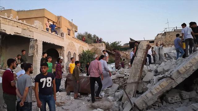İdlib'e hava saldırıları devam ediyor: 4 ölü