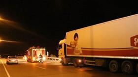 Erzincan'da freni boşalan TIR, güçlükle durduruldu