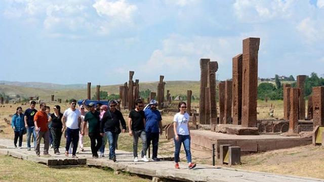 """""""Anadolu'nun tapusu"""" Ahlat """"Sakin şehir"""" oldu, turistlerin dikkatini çekti"""