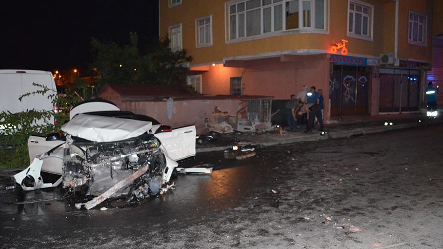 Polisten kaçan sürücü yayaların arasına daldı, 2'si ağır 4 kişi yaralandı