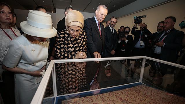 Başkan Erdoğan, 'Hazineler ve Osmanlı İmparatorluğu'nda Lale Geleneği' sergisini ziyaret etti