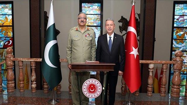 Bakan Akar Pakistan Genelkurmay Başkanı ile bir araya geldi