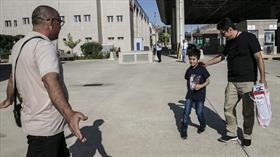 DEAŞ'ın ailesinden ayırdığı küçük Ezidi amcasına kavuştu