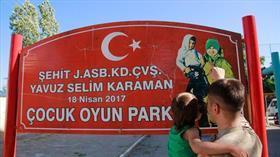 Şehidin isminin verildiği parkta hüzünlendiren tabela