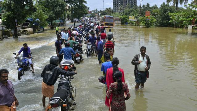 Hindistan'da sel sonrası hayatını kaybedenlerin sayısı 50'ye yükseldi