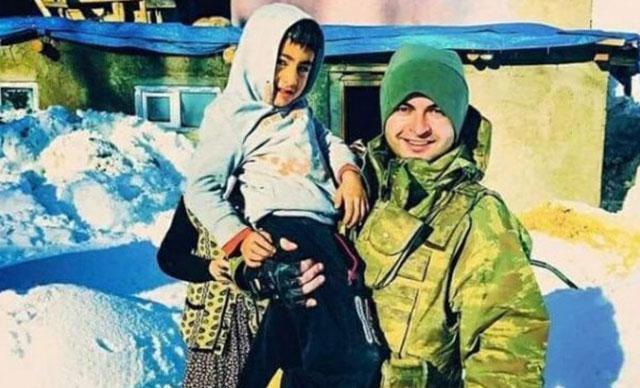 Terör kurbanı Ayaz ile şehit astsubayın fotoğrafı yürek yaktı