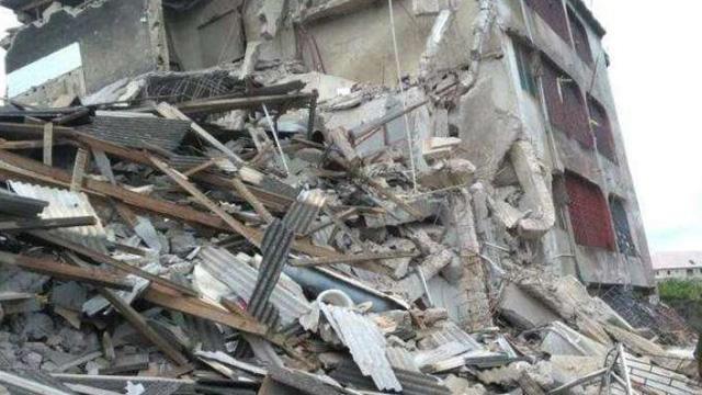 Nijerya'da üç katlı bir binanın çökmesi sonucu 12 kişi öldü