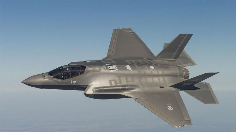 İngiltere'ye 6 adet F-35 daha teslim aldığını duyurdu