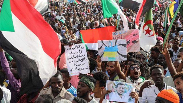 Sudan'da rejim karşıtı eylemlerde hayatını kaybedenler anıldı