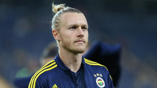 Fenerbahçe, Simon Kjaer için 'bekle gör' taktiğini uyguluyor